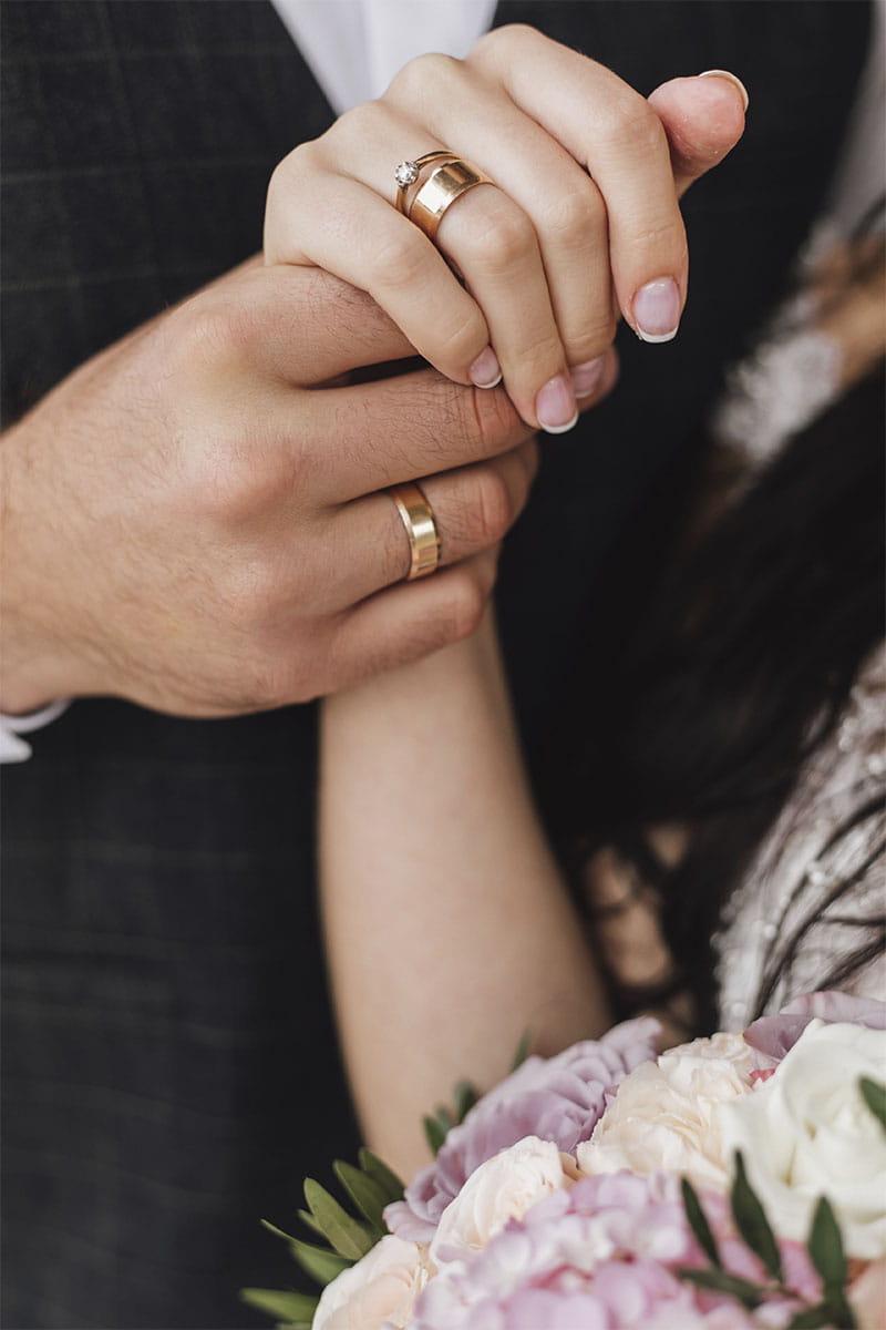 Consejos para elegir las alianzas de boda: cómo colocarlas