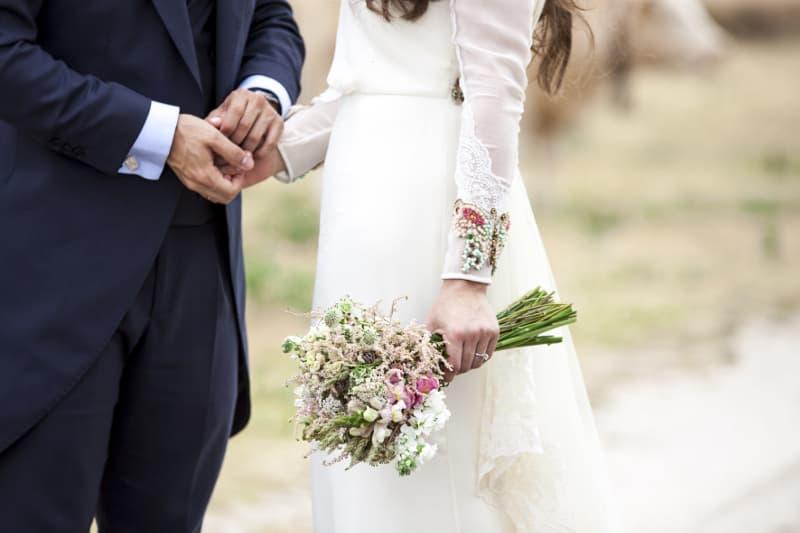 Ramo de novia con astilbe, alhelí y dragonaria