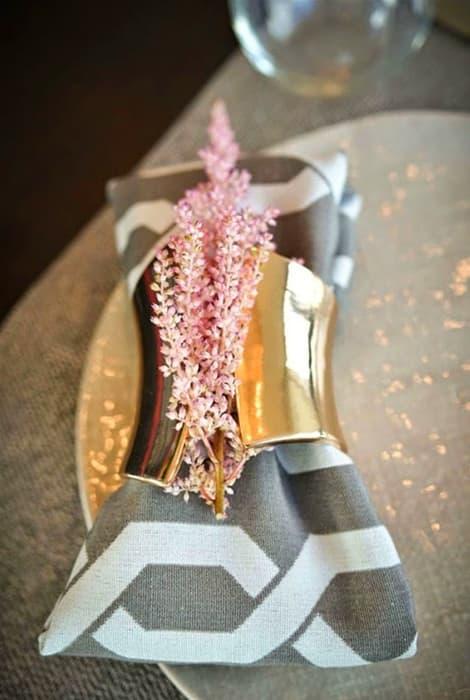 Detalle mesa boda con astilbe