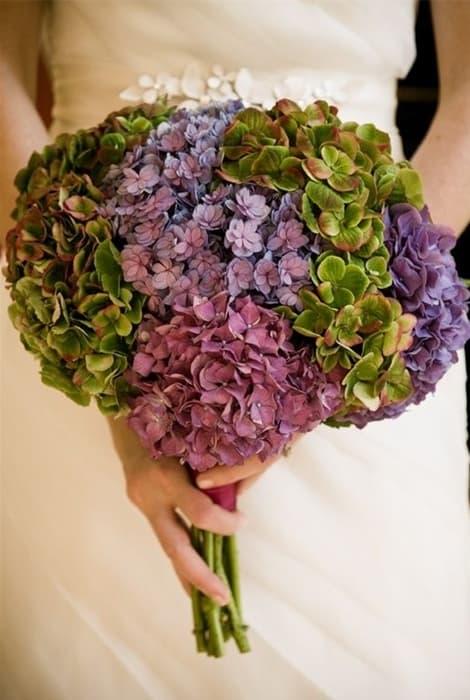 Ramo de novia de invierno con hortensias en tonos de temporada