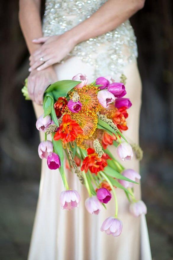 Ramo de novia de invierno con tulipanes