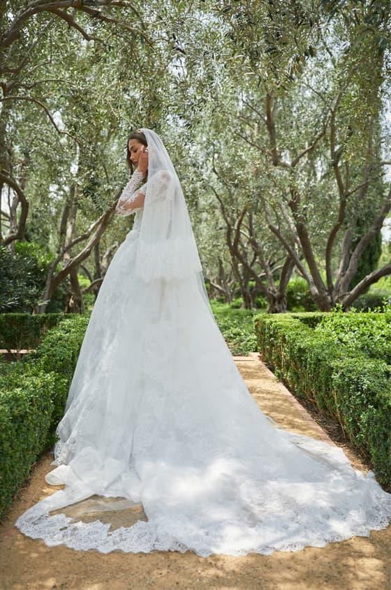 Vestido de novia de corte princesa de Monique Lhuillier