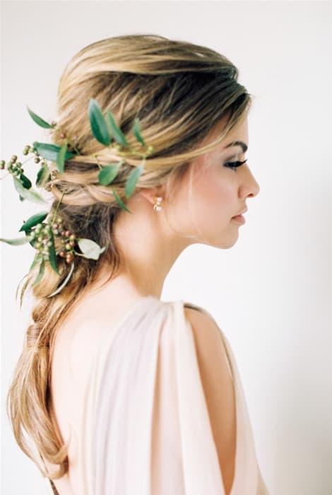 Tocados con hojas originalidad para novias
