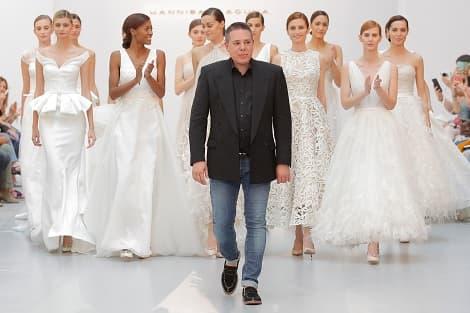 Hannibal Laguna y sus novias desfilando