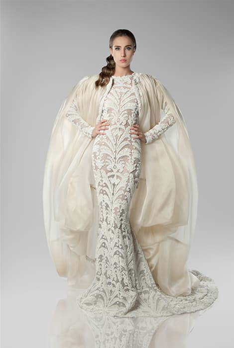 Vestido con capa de Isabel Zapardiez