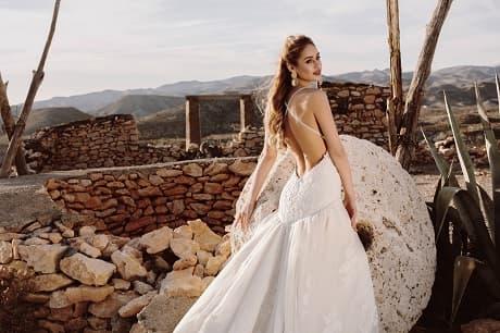 Vestido de novia blanco de la colección magia 2020 de María Salas