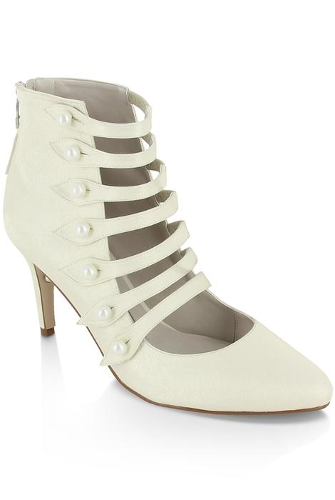 Patricia Rosales, zapato de novia con aire retro