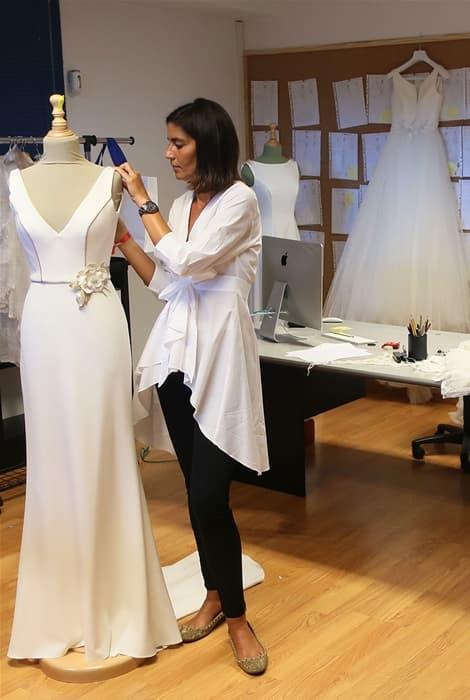 Silvia Fernández en su atelier de novia