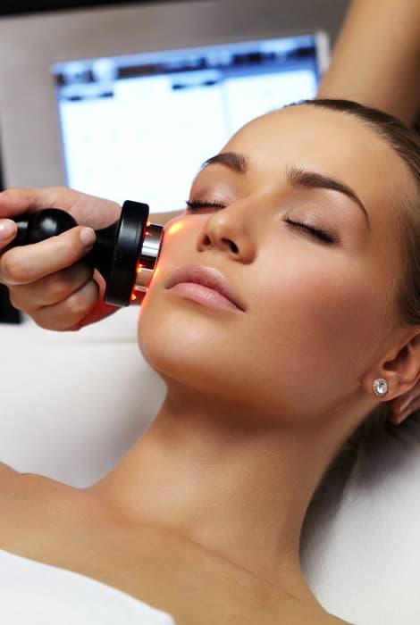 Radiofrecuencia facial, tratamiento estético de belleza