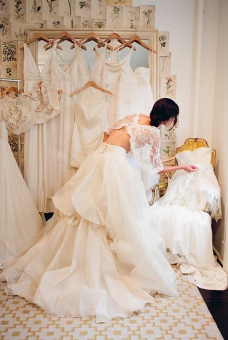 el tono blanco de un vestido de novia
