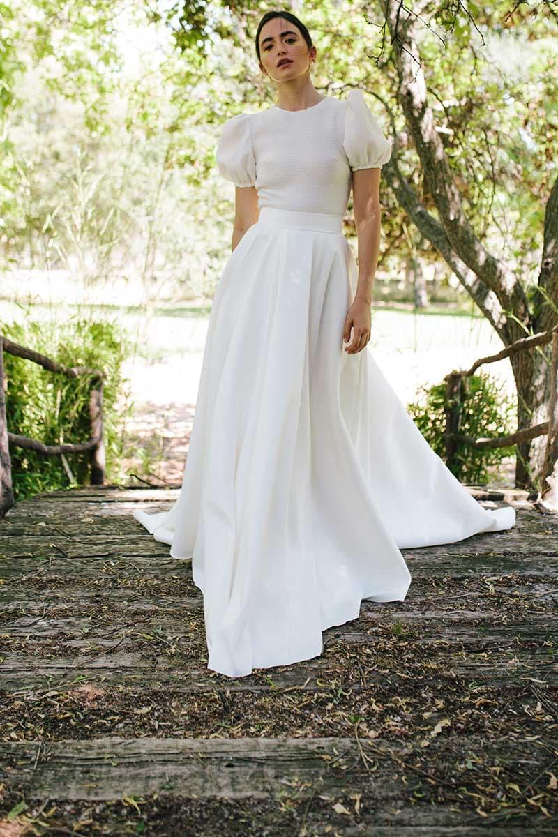 Conjunto de top y falda para novia con mangas abullonadas de Beba's