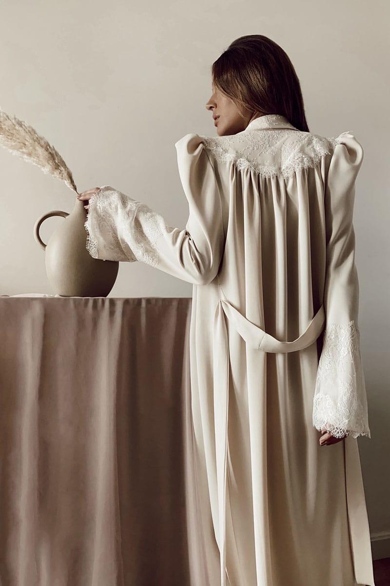 Espalda de la bata de novia de Victoria diseñada por Bridalada