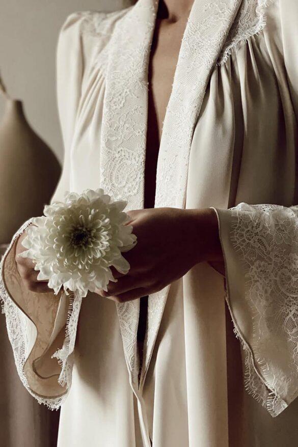 Detalle de la bata de novia Victoria diseñada por Bridalada