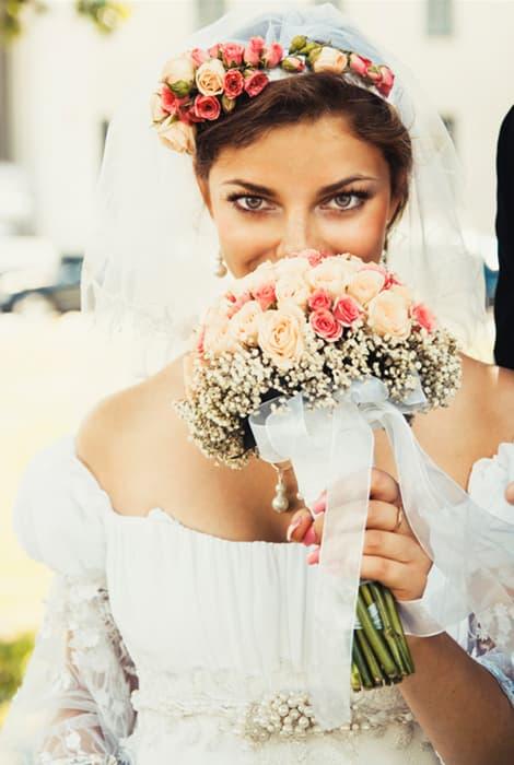 Vestido de novia con escote hombros caídos