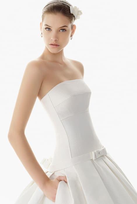 Vestido de novia escote palabra de honor by Rosa Clará