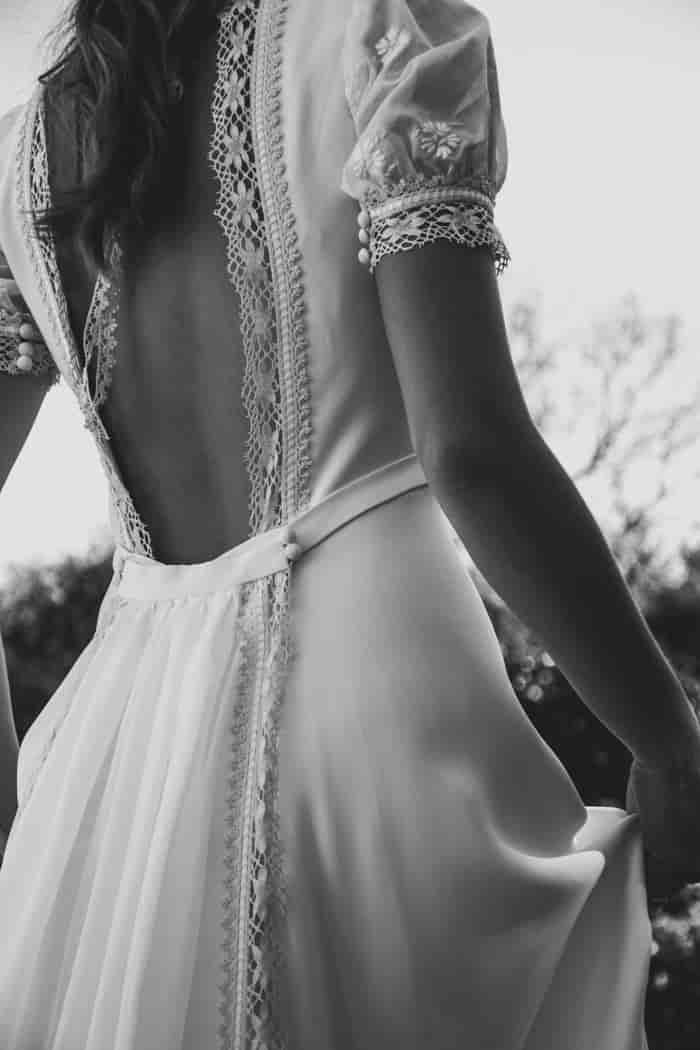 Vestido de novia con escote en la espalda de Martha Peters
