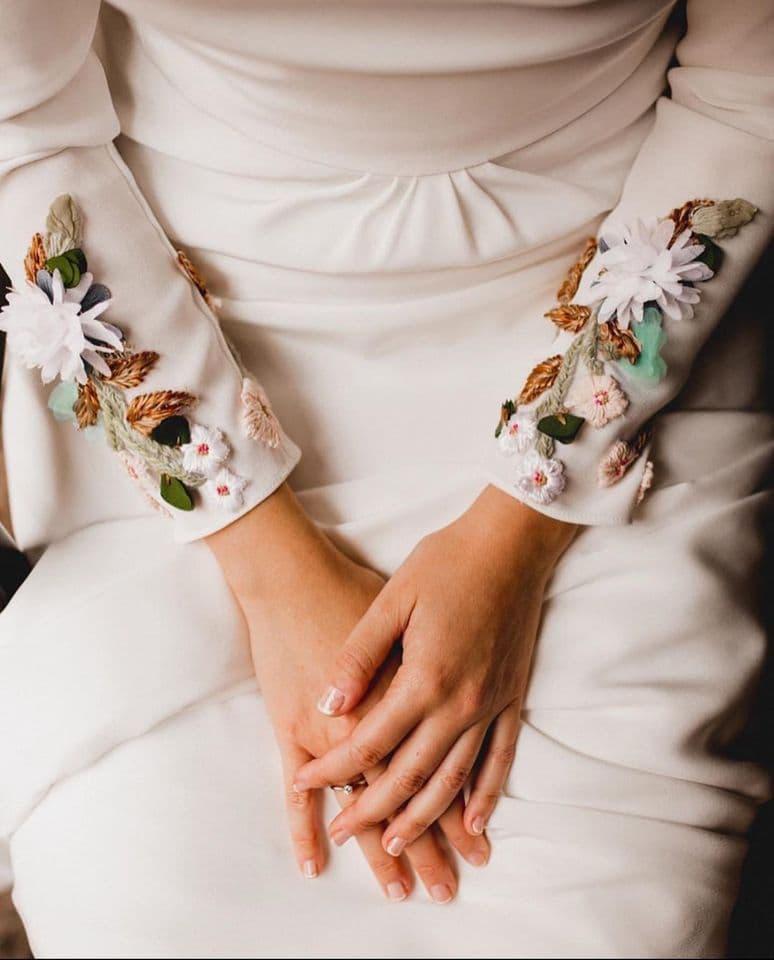 Vestidos de novia con flores bordadas Bebas