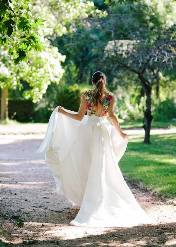 Vestido de novia bordado con flores en la espalda de Beba's colección 2021