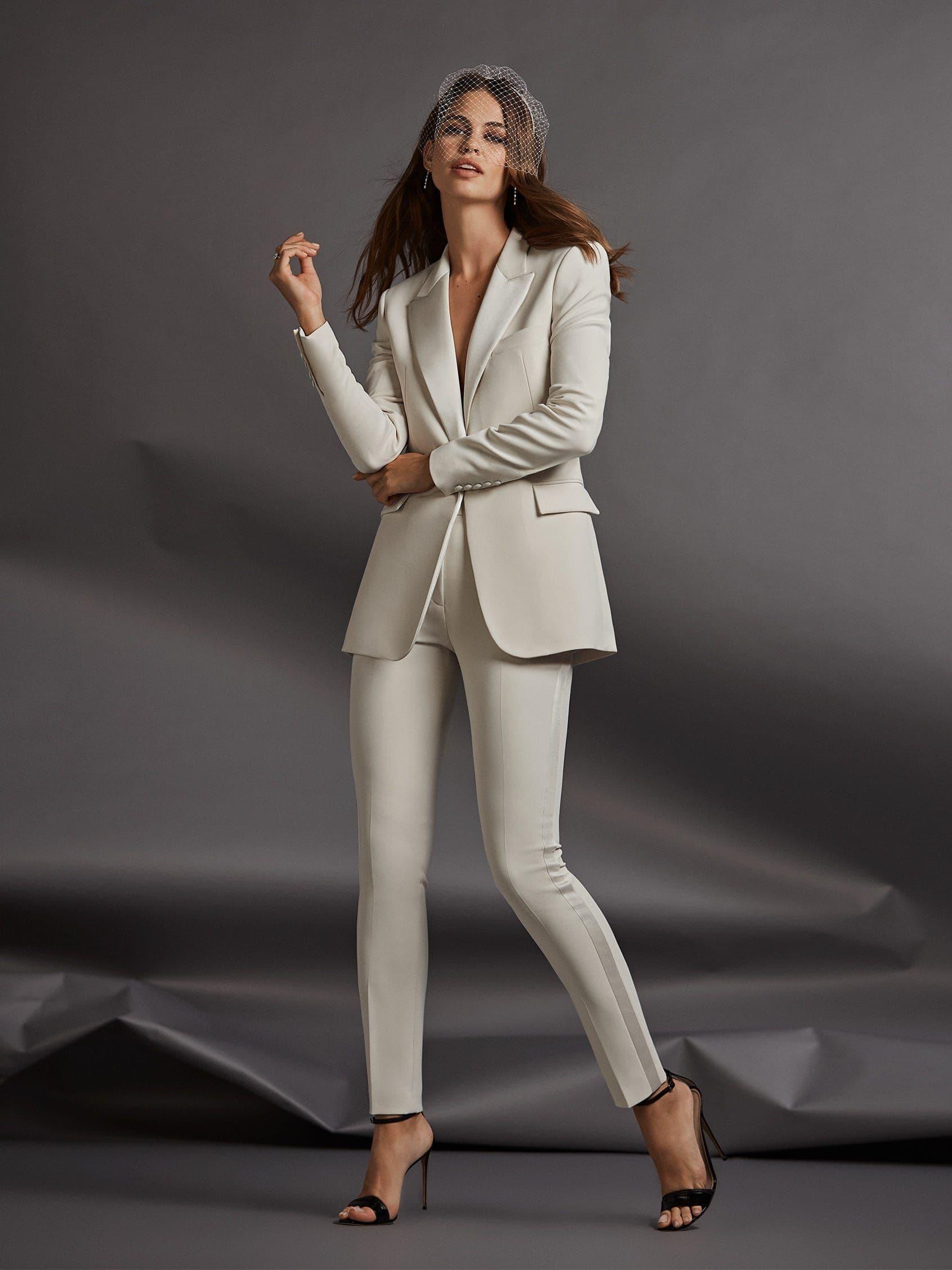 Trajes de novia con pantalones Pronovias 2021