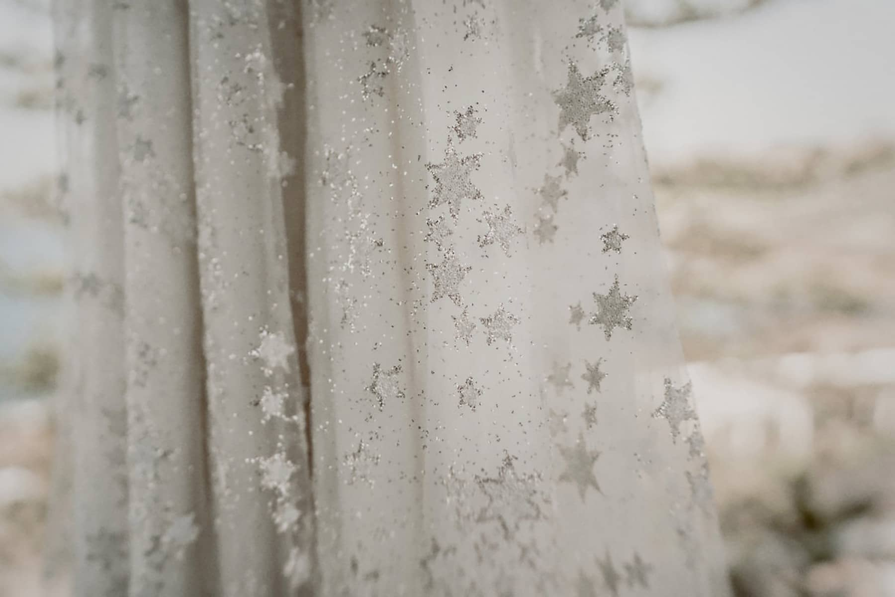 Vestido de novia con bordado de estrellas brillantes