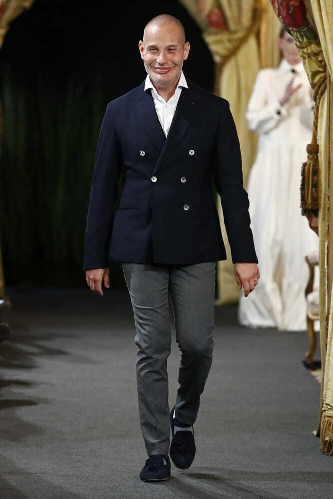 Rafael Urquizar cerrando desfile Pasarela Atelier Couture