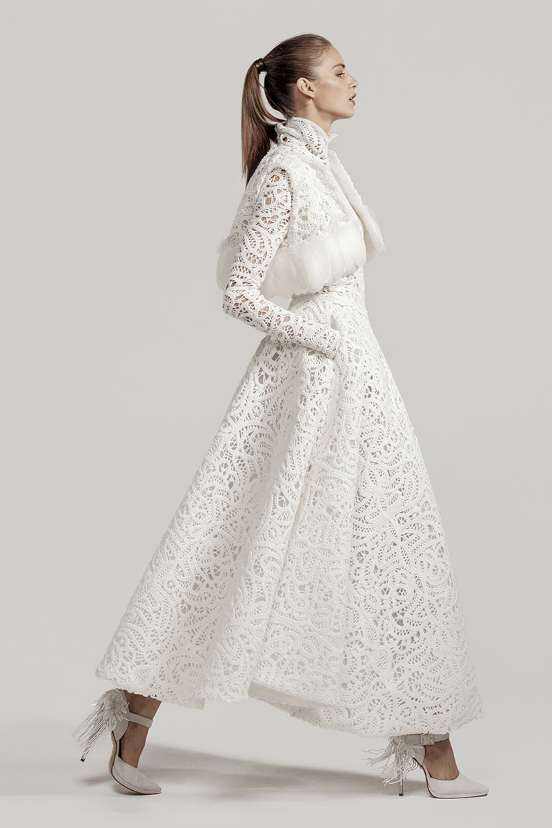 Isabel Zapardiez vestido de novia midi de la colección 2021
