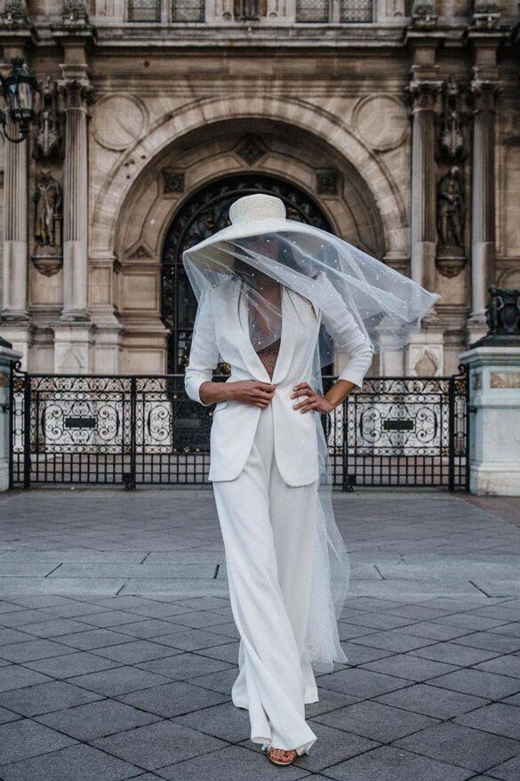 Traje pantalón de novia de la diseñadora Alicia Rueda