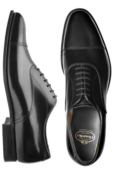 El traje del novio, los zapatos oxford