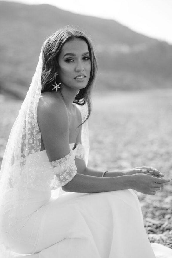 Vestido de novia con velo bordado de Rime Arodaky