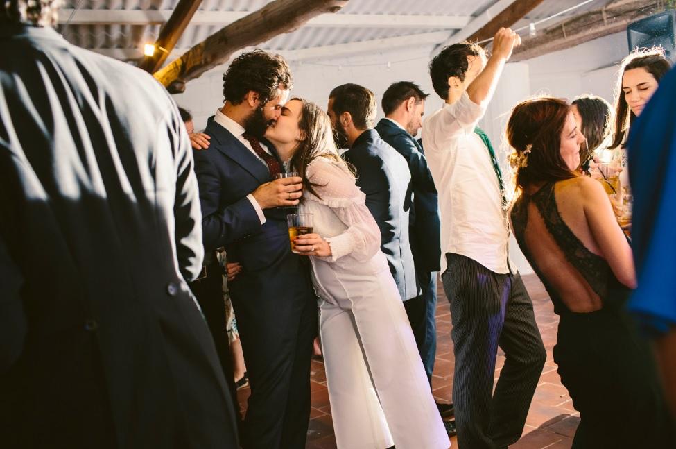 Conjunto de blusa y pantalón blanco para novia
