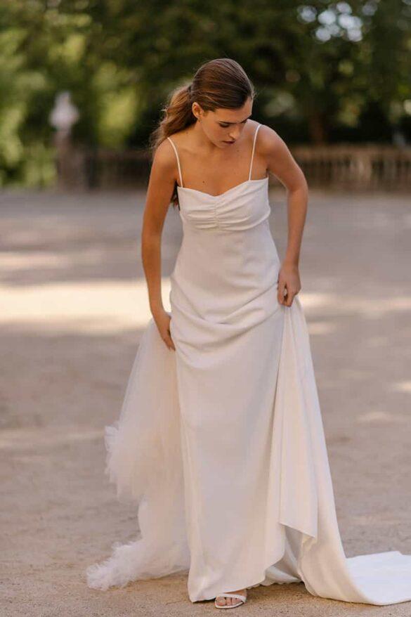 Marta Martí vestido de novia de la colección 2021 con tirantes